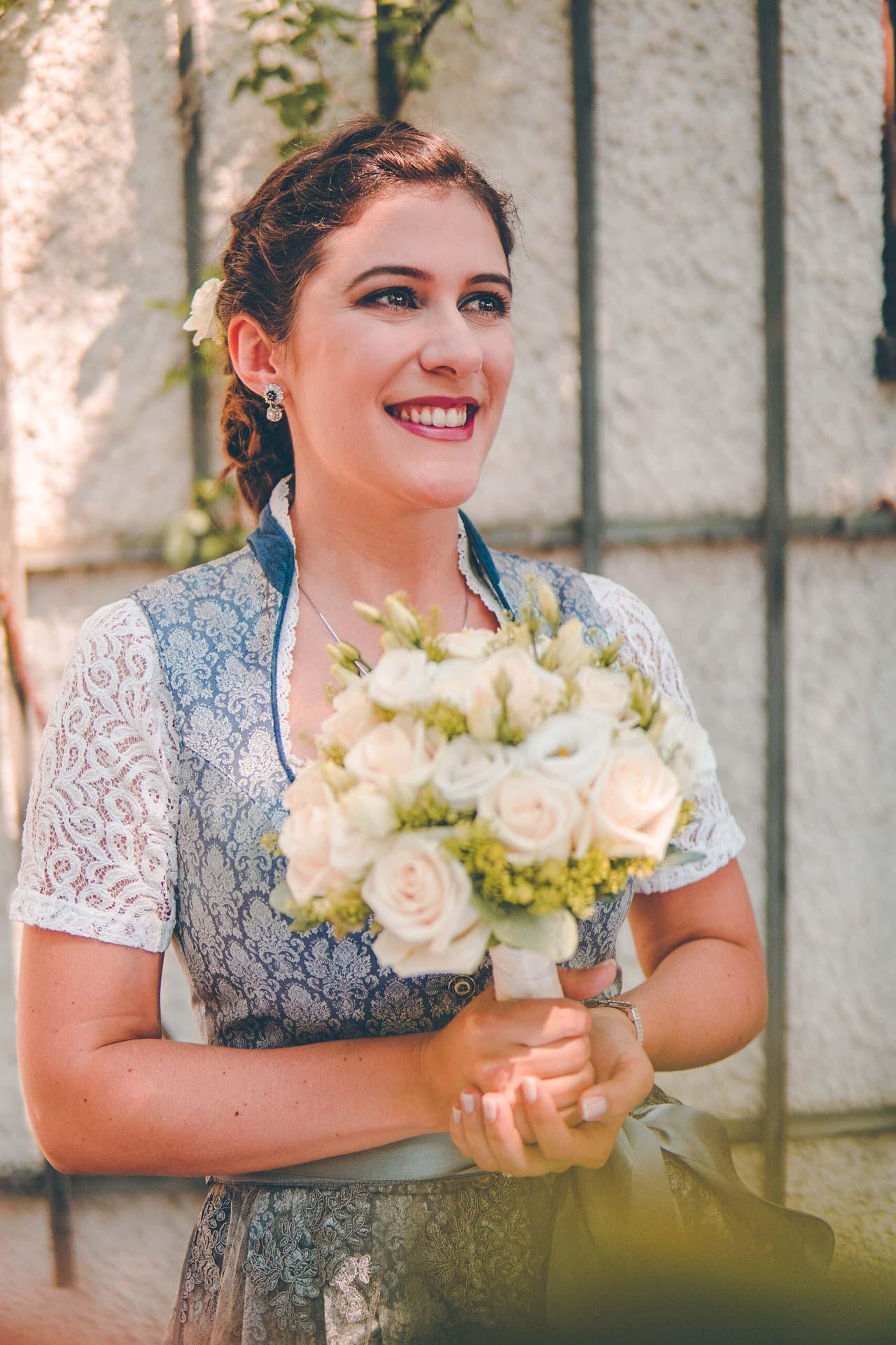 Porträt der Braut in Dirndl