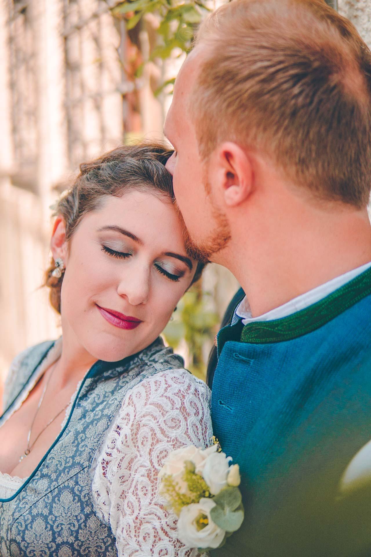 Hochzeitsbild eines bayerischen BRautpaars