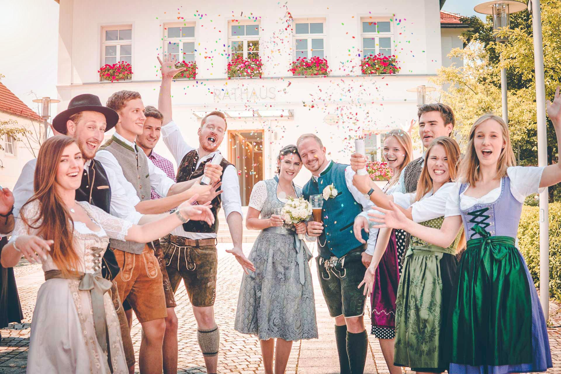 Gruppenfoto bei der bayerischen Hochzeit in Anzing