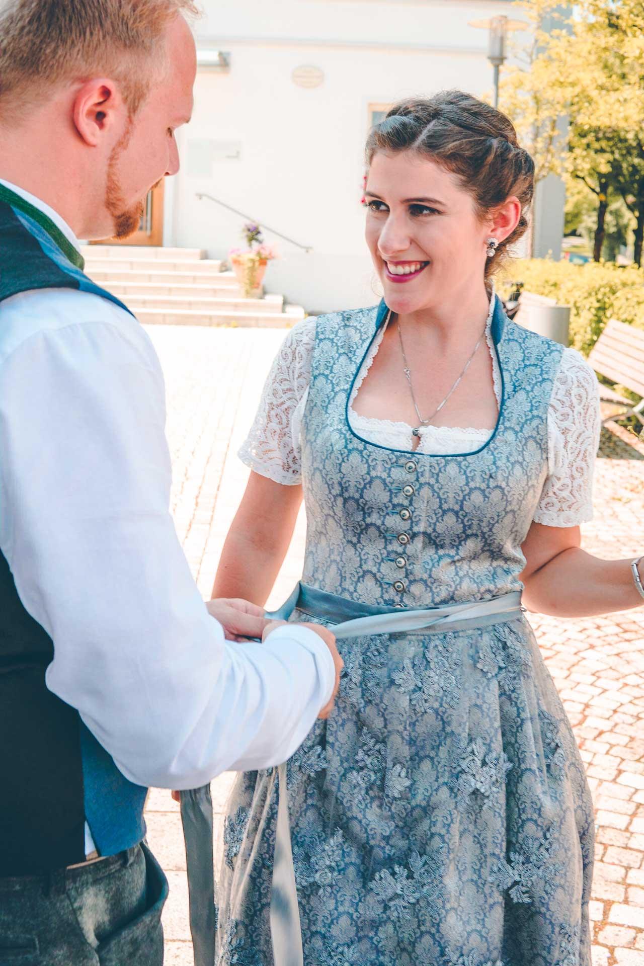 DIe Braut und ihr frisch Angetrauter nach der Trauung