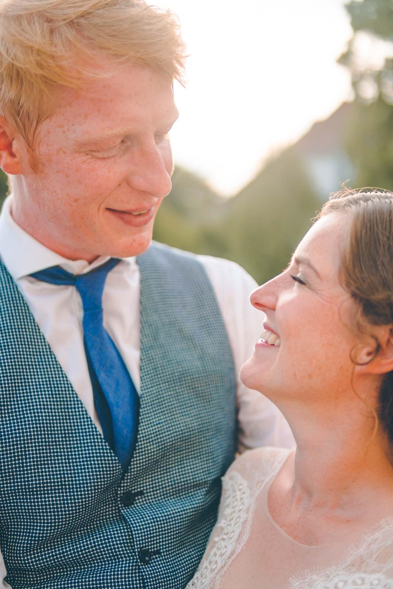 Natürliches, modernes Hochzeitsbild