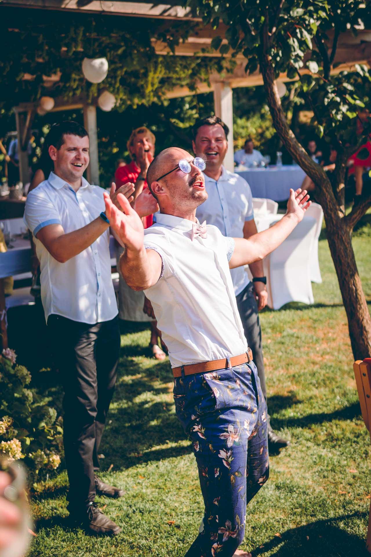 Ein Hipster Hochzeitsgast
