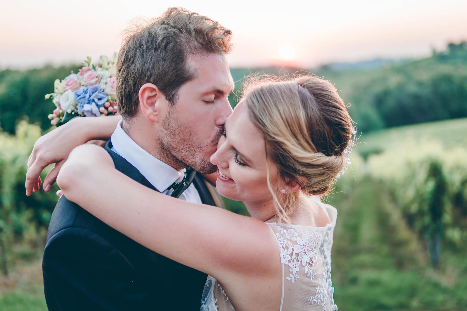 Bräutigam und Braut beim Hochzeitspaarshooting