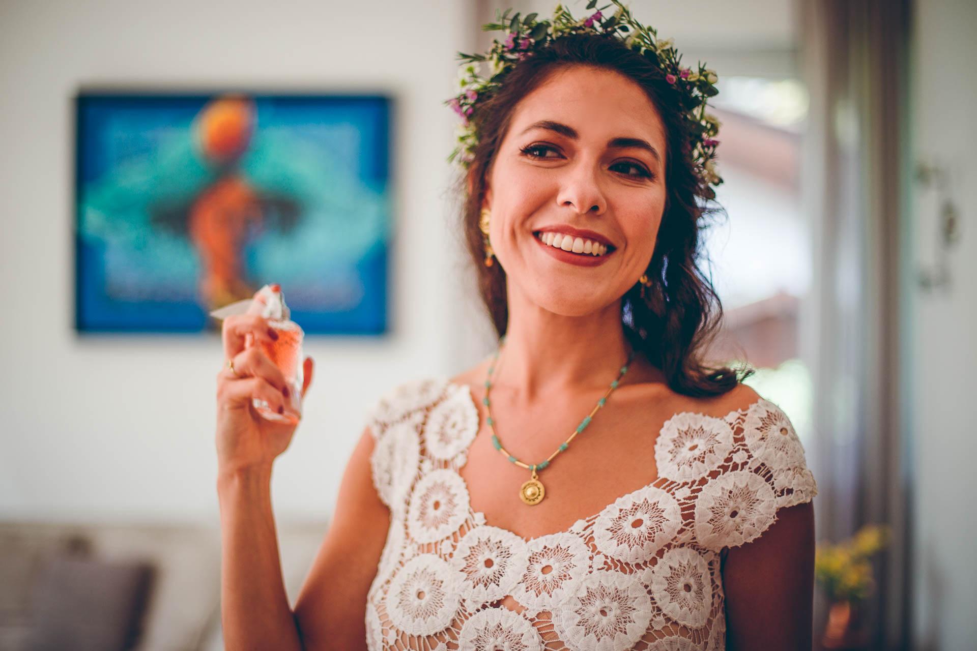Braut mit Parfum