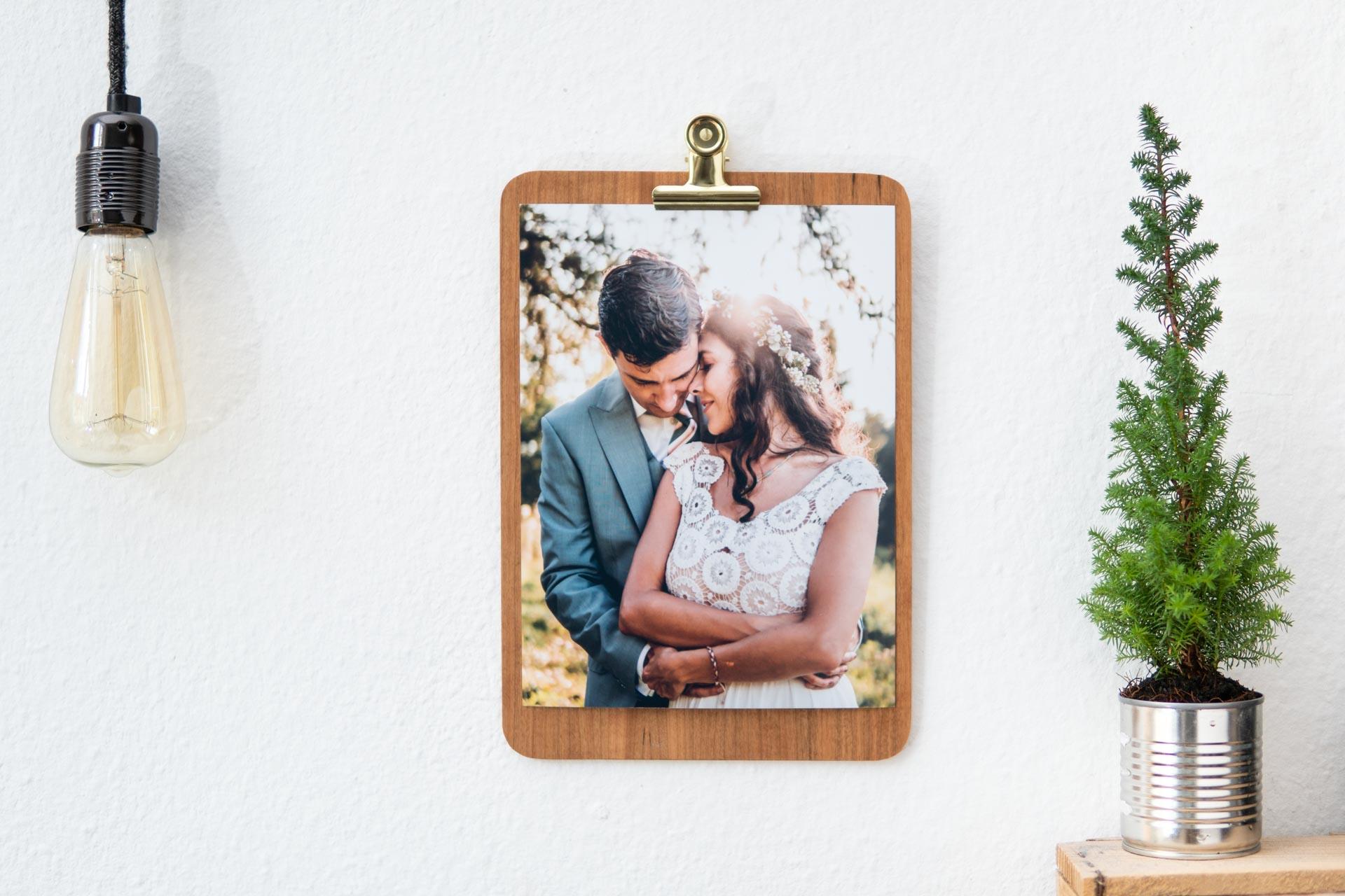 Hochzeitsbilder Album aus München auf Klemmbrett